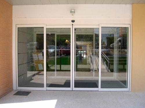 Puertas automáticas de cristal para comercios, tiendas, farmacias, oficinas, bancos,...